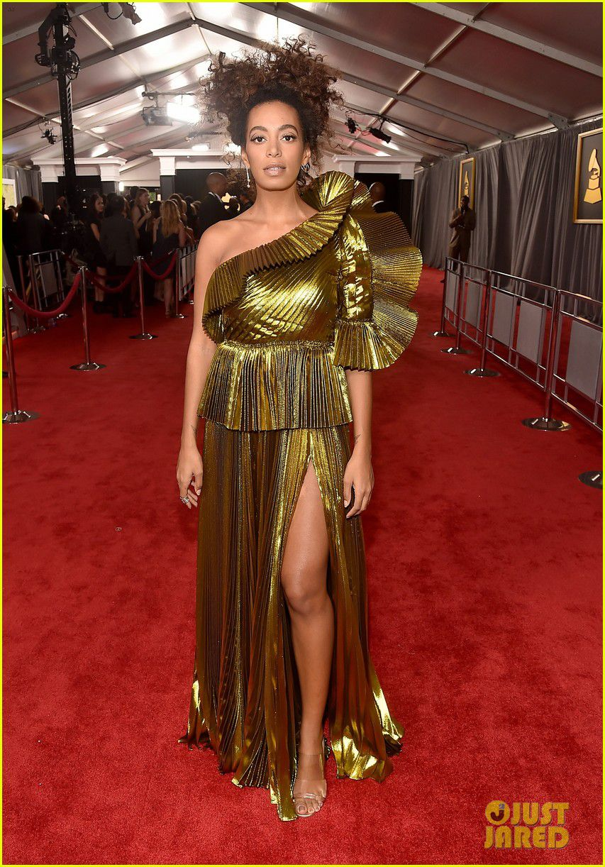 solange-knowles-grammys-2017-red-carpet-01.jpg