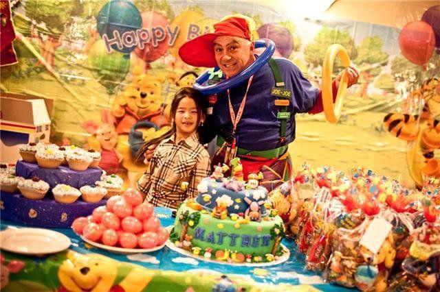 Joe-Joe The Clown with a girl and cakes