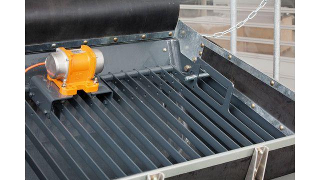 Concrete pump vibrator