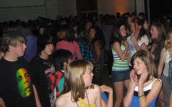 Dancecrowd2.jpg