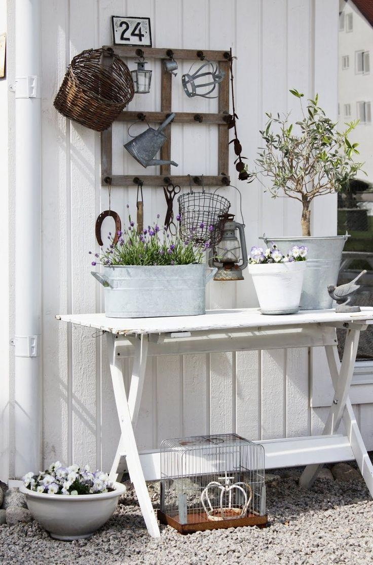 Here\'s a really cool shabby chic decorating idea in case you ...