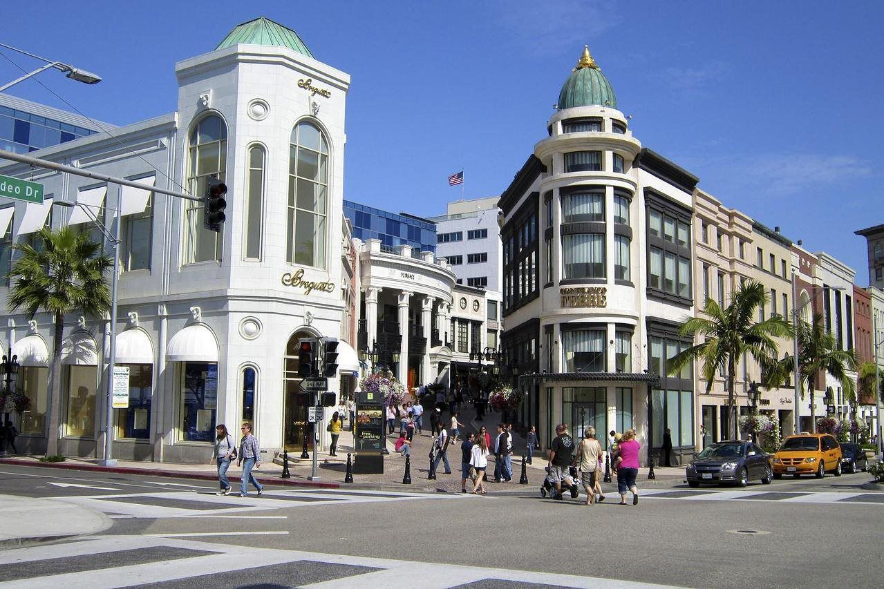 Last we venture down Rodeo Drive, home of all the famous fashion houses and most expensive shopping districts in the world, Featuring stores such as Fendi, Gucci, Prada, Louis Vuitton, Versace and Bijan and much more.